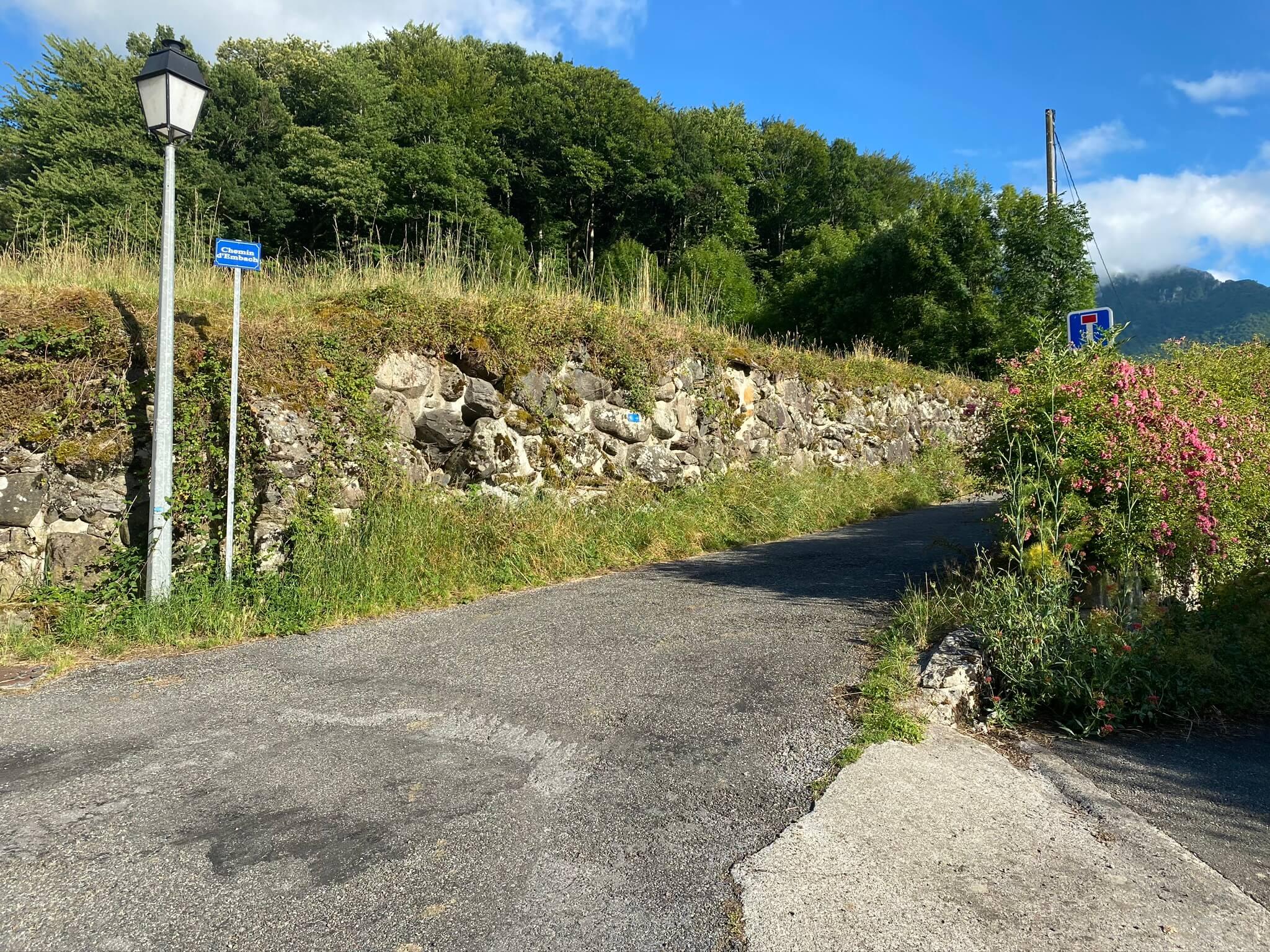 Le chemin d'Embach à Orcun, à 300 m du gîte Montagne et Vie