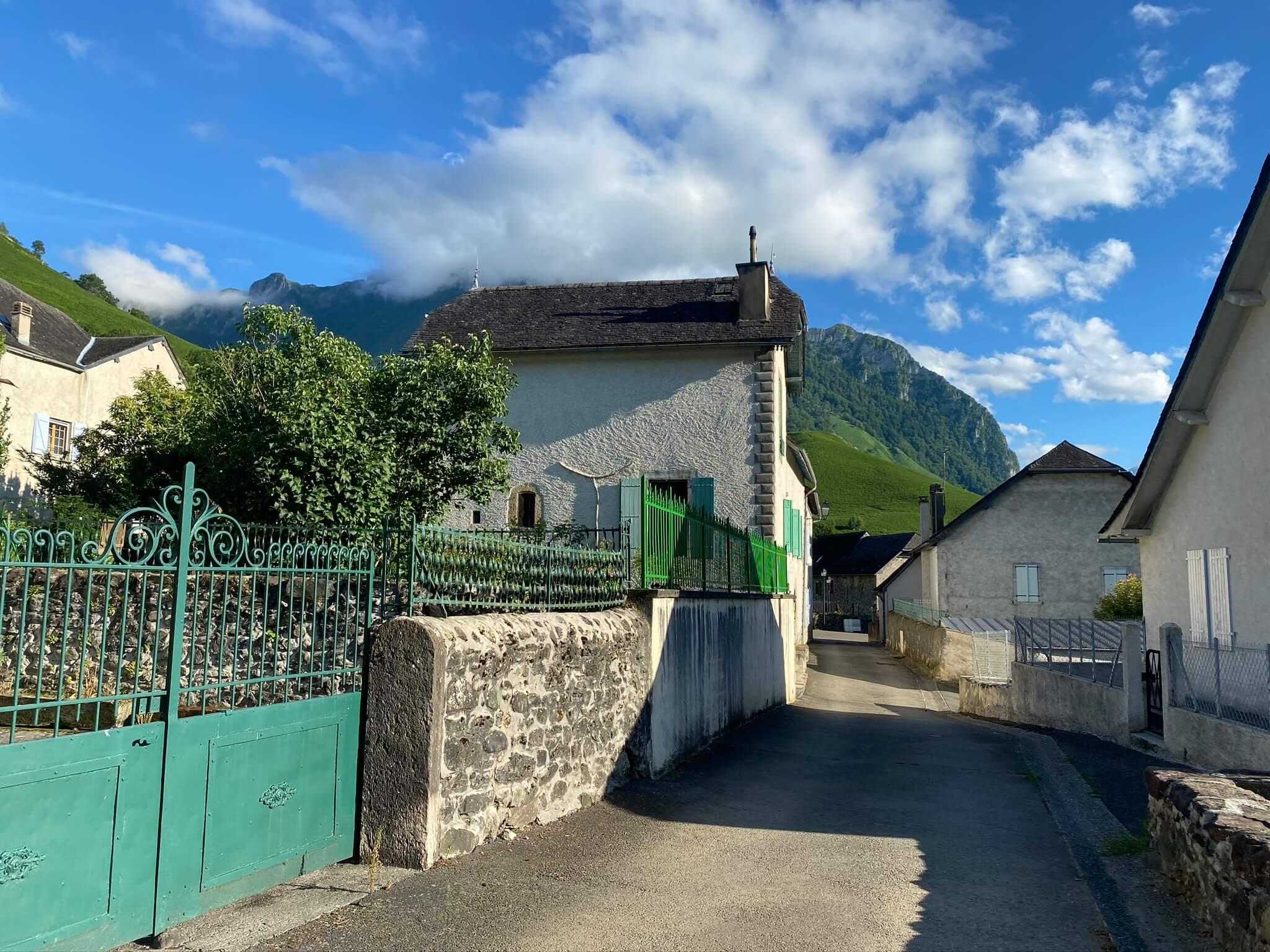 Le hameau de Jouers fait partie du village d'Accous, au Sud de Bedous
