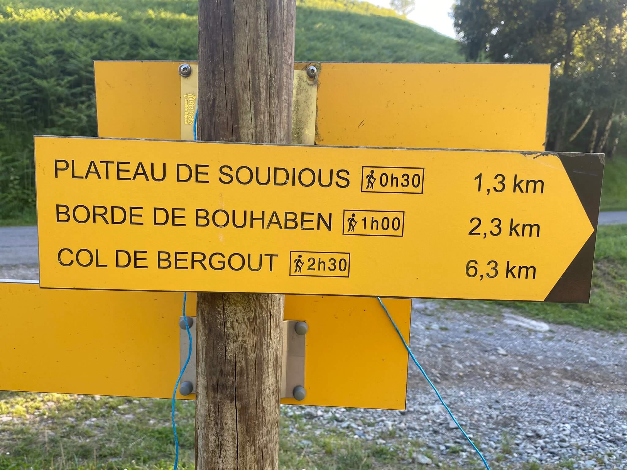 Si vous souhaitez prolonger votre balade, grimpez au col de Bergout, d'où décollent les parapentistes