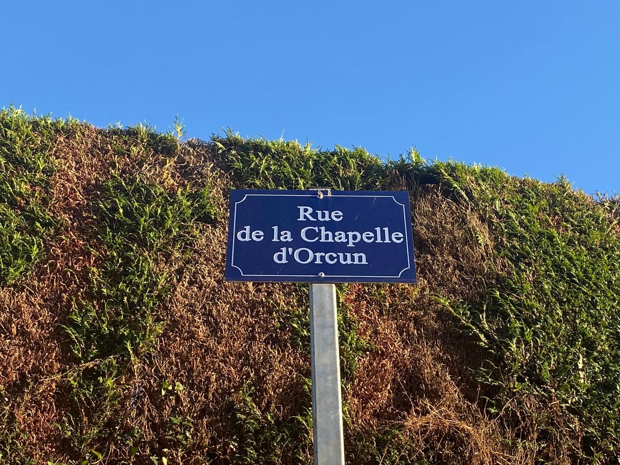 La rue de la chapelle d'Orcun à Bedous